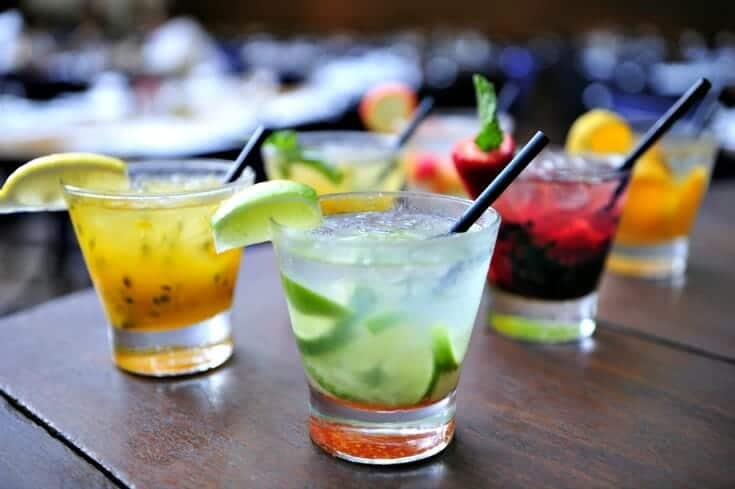 Best Drinks to Serve with Seafood